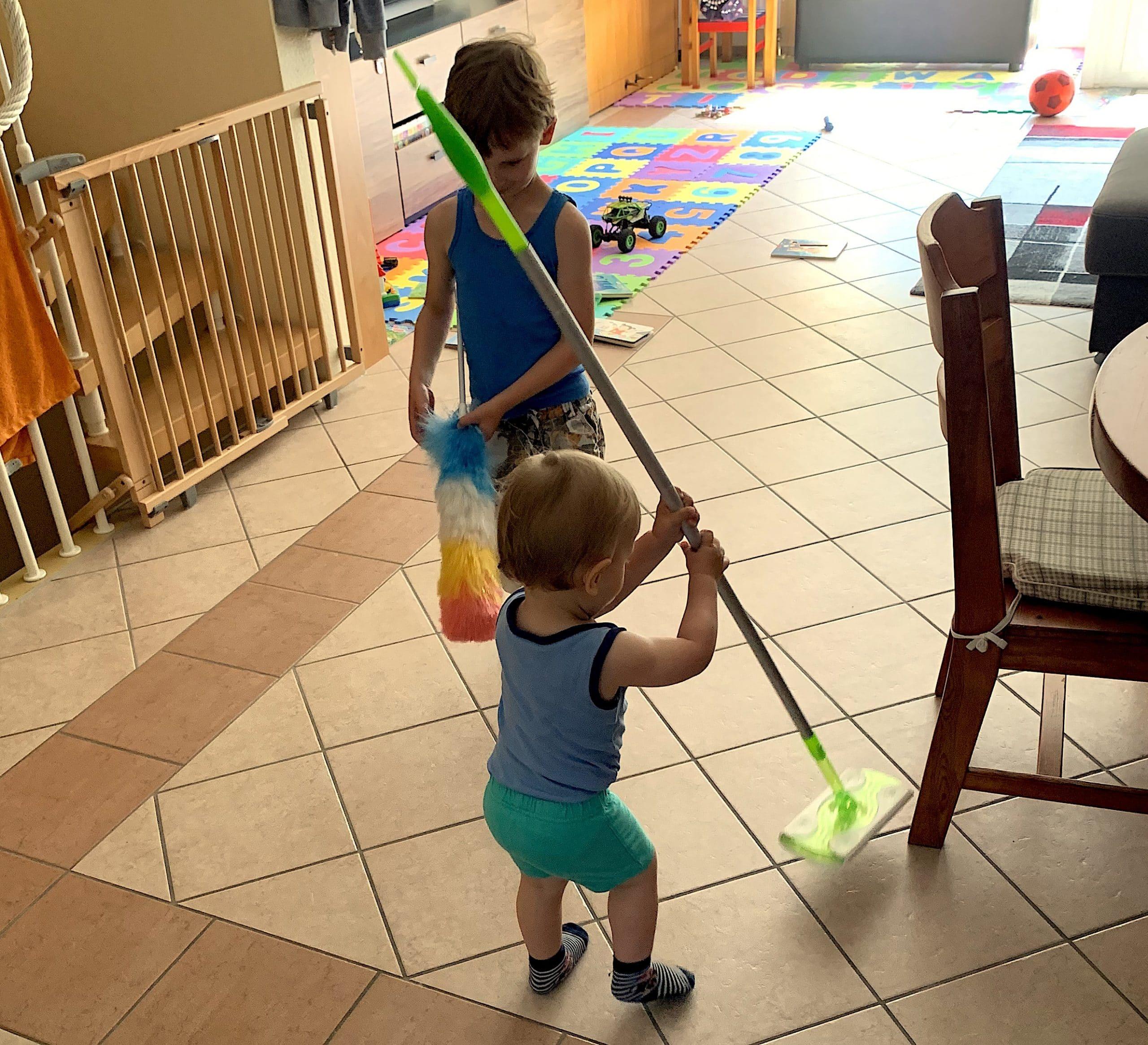 Putztag mit Kindern oder Fegen bei Sturmstärke 12
